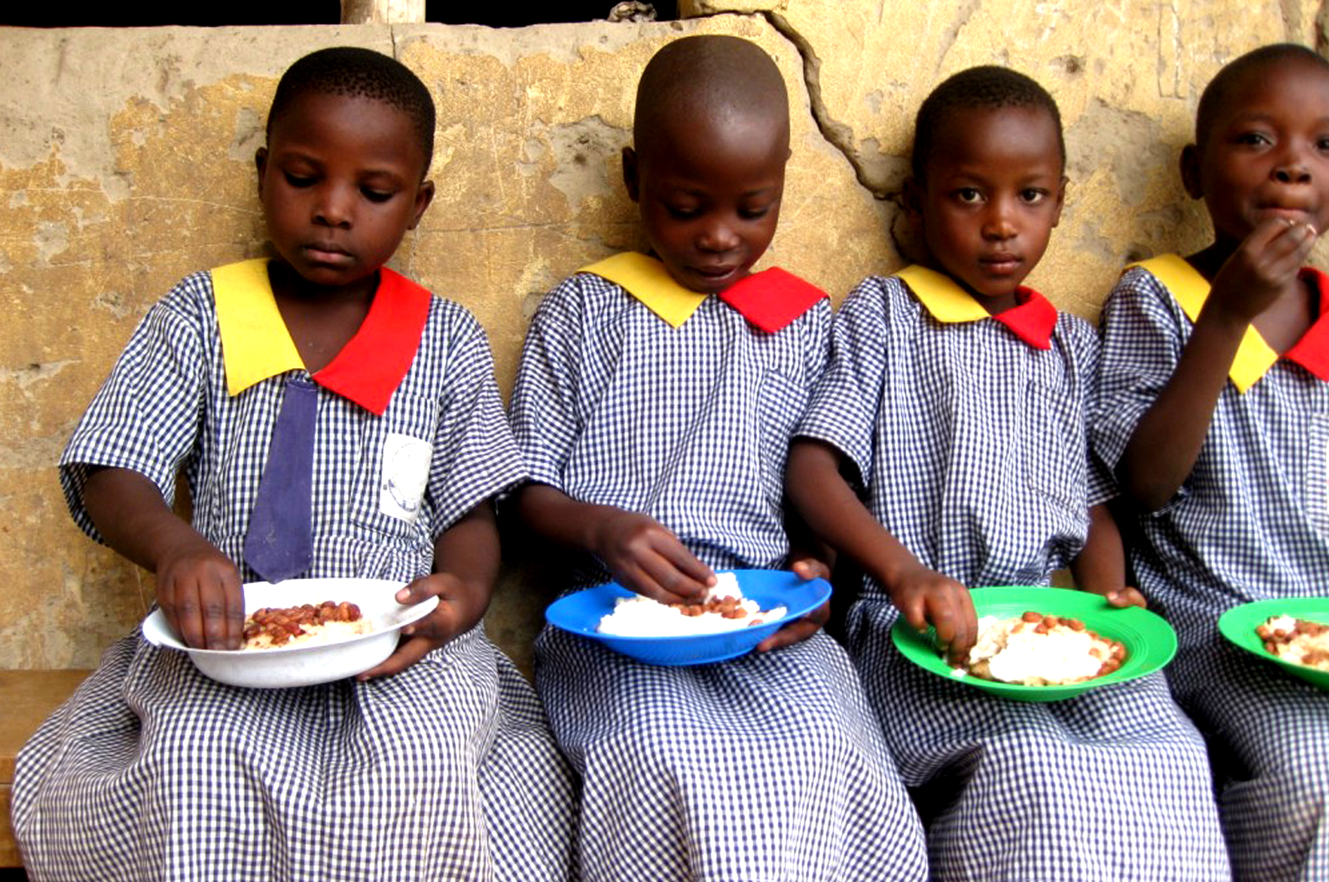 pupils-having-lunch-at-school